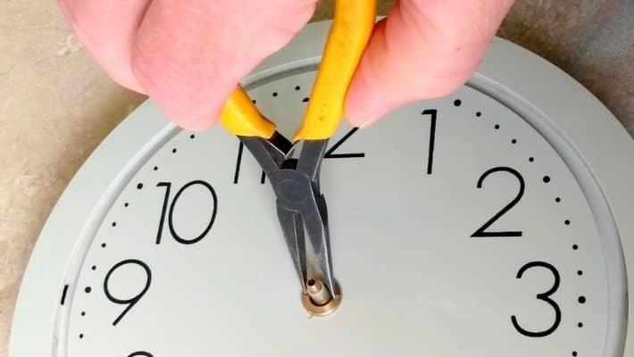 How to Repair a Quartz Wall Clock?